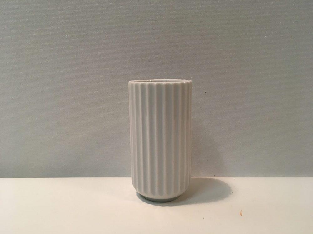 Smuk gammel Lyngby vase, hvid 10 cm - AntikRetroDesign